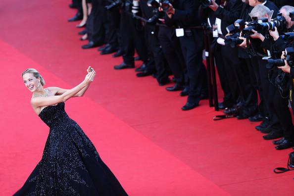 Petra Nemcova szelfije a 2014-es Cannes-i Filmfesztiválon (Fotó: zimbio.com)