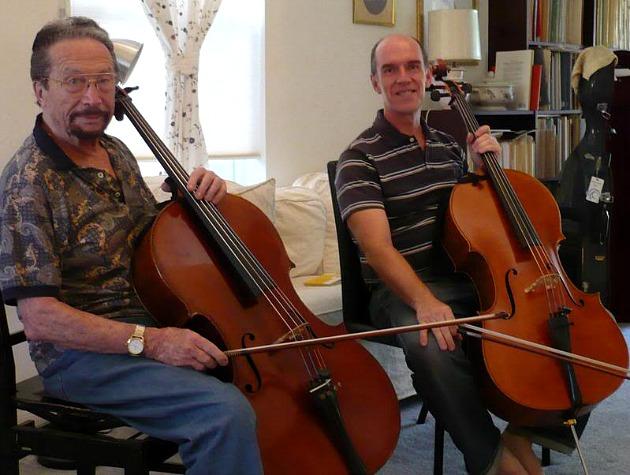 Varga László a bal oldalon (Fotó: cellofun.yuku.com)