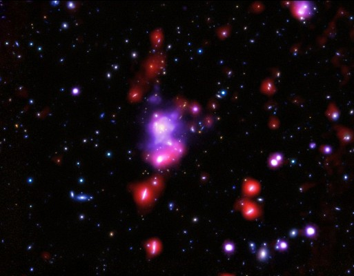 fotó: hirado.hu/ röntgen: NASA/CXC/INAF/P. Tozzi, et al; Optikai: NAOJ/Subaru NAOJ/Subaru és ESO/VLT; Infravörös: ESA/Herschel)