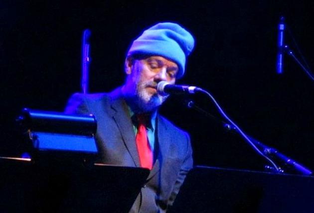 Michael Stipe a meglepetéskoncerten (Fotó: slicingupeyeballs.com)