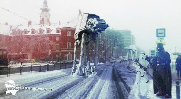 Darth Vaderrel várjuk a buszt a Batthyány téren 2. (2014)