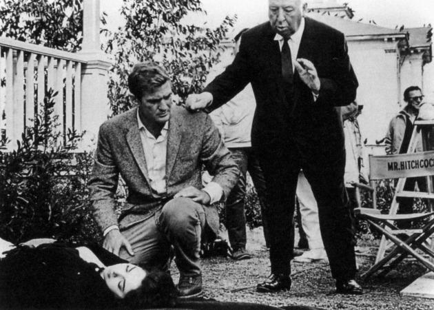 Rod Taylor és Alfred Hitchcock a Madarak forgatásán 1963-ban (Forrás: the.hitchcock.zone)