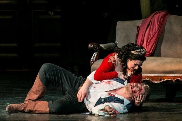 Boross Csilla és José Cura a Magyar Állami Operaház színpadán (fotó: operavilag.net)