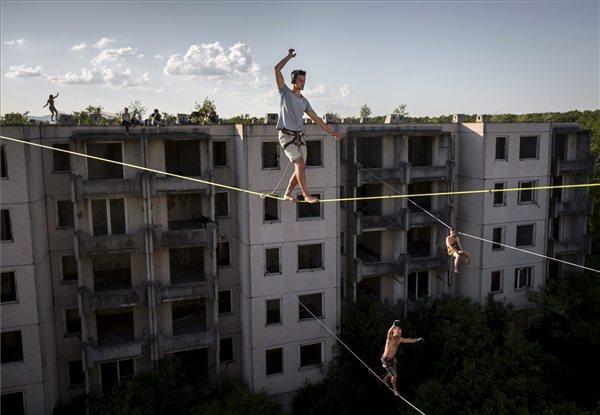Mohai Balázs: Highline a Szellemvárosban című fotósorozatából