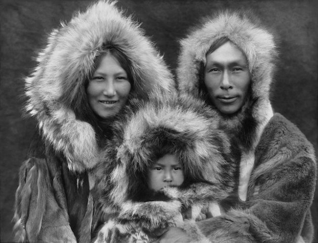 Eszkimó család Noatakban, Alaszkában, 1929 körül (Fotó: Edward Sheriff Curtis/Wikimedia Commons)