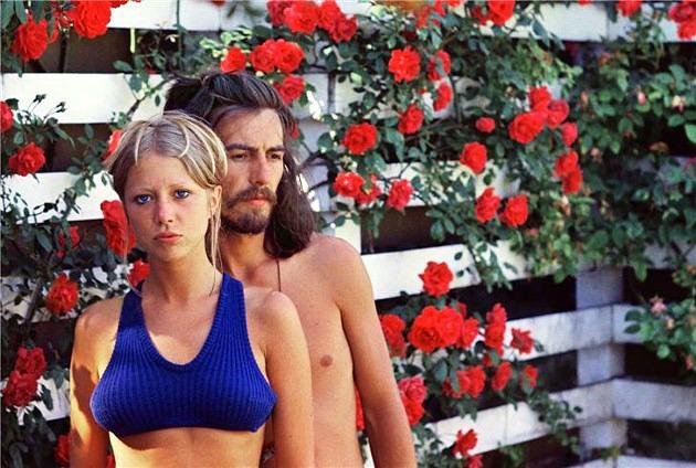 Pattie Boyd és George Harrison Angliában, 1968-ban (Forrás: sfweekly.com)