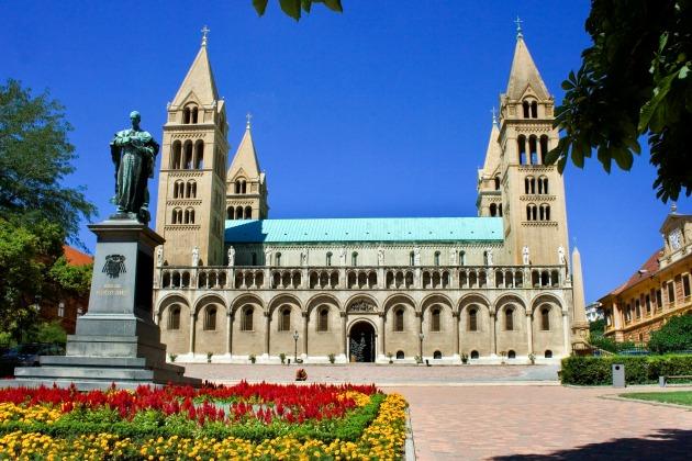 Pécsi Bazilika (Fotó: hu.wikipedia.org)