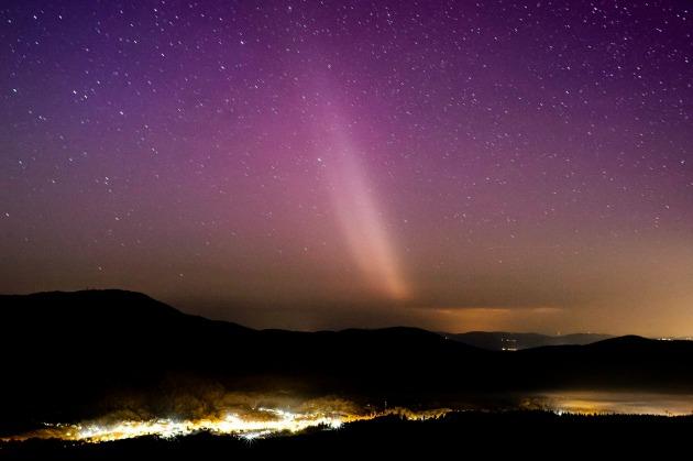 Sarki fény (aurora borealis) Salgótarján közeléből fotózva 2015. március 17-én (MTI Fotó: Komka Péter)