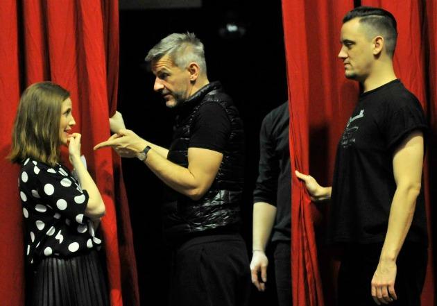 Mórocz Adrienn, Alföldi Róbert és Bercsényi Péter (Fotó: Budapest Bábszínház Facebook)