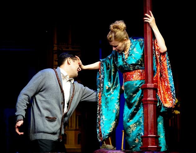 Csányi Sándor és Schell Judit az Esküvőtől válóperig című darabban (Fotó: thalia.hu)