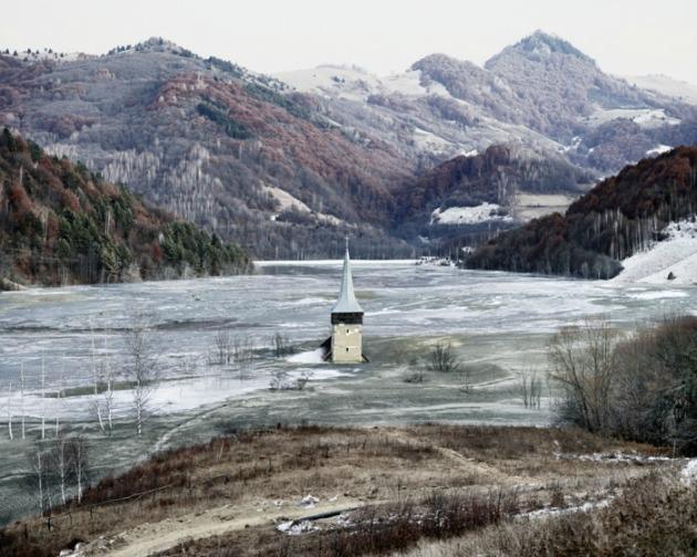 Árvíz Geamana falujában, Románia középső részén, 2011 (© Tamas Dezso / The Photographers' Gallery)