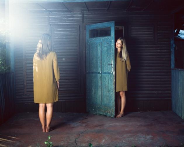 Illés Katalin: bújócska döntés ikrek repedés szakadás vezet