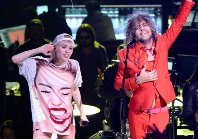 Miley Cyrus és Wayne Coyne (Forrás: thefutureheart.com)