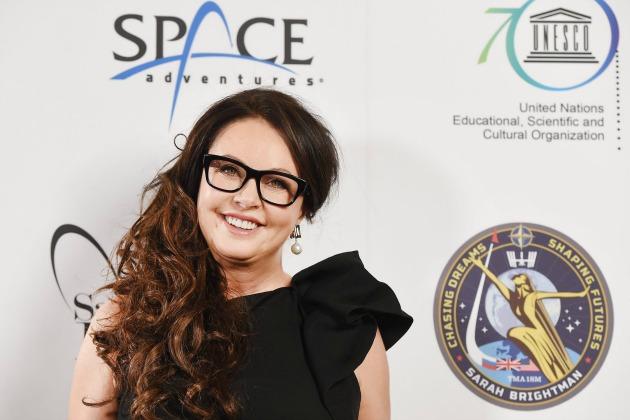 Sarah Brightman egy londoni, az űrutazásával kapcsolatos sajtóeseményen március 10-én (Fotó: EPA/Andy Rain)