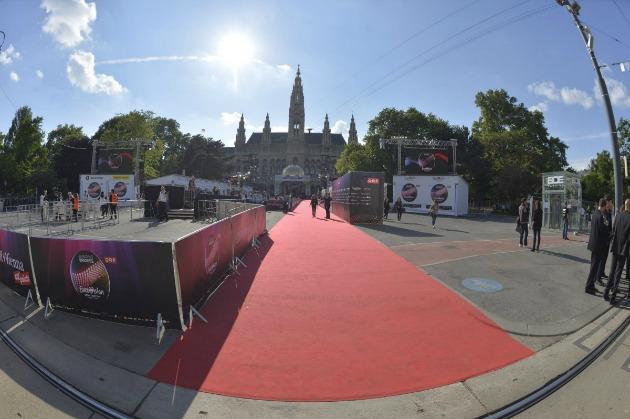A Városháza előtti tér a vörös szőnyeggel (Fotó: Andres Putting/EBU)