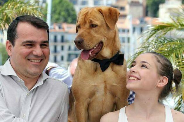 Mundruczó Kornél rendező, Psotta Zsófia színésznő és Hagen kutyaszereplő a Fehér Isten című filmjük premierjén a 67. Cannes-i Nemzetközi Filmfesztiválon (Fotó: meszarosmartonblogja.hu)