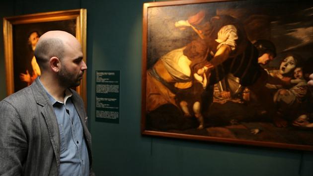 Roberto Saviano olasz író a A fény legyőzi az árnyékot c. kiállításon (Fotó: Marco Cantile / Europress / Getty / travelo.hu)