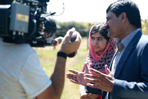 A He Named Me Malala forgatásán (Fotó: deadline.com)