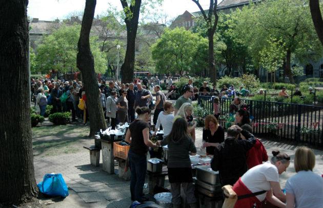 Vasárnapi ebéd a Klauzál téren (Fotó: Heti Betevő)