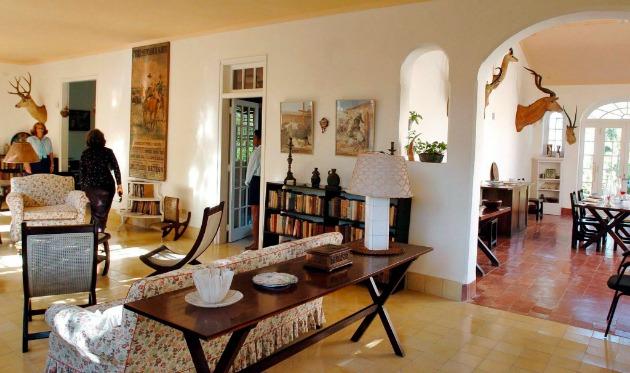 Ernest Hemingway amerikai író havannai házának, a Finca Vígiának belső tere (Fotó: MTI/ EPA/Alejandro Ernesto)