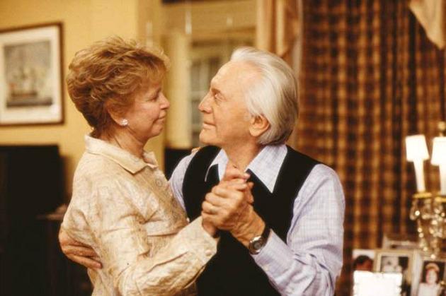 Diana és Kirk Douglas a Túl nagy család című filmben (Fotó: aceshowbiz.com)