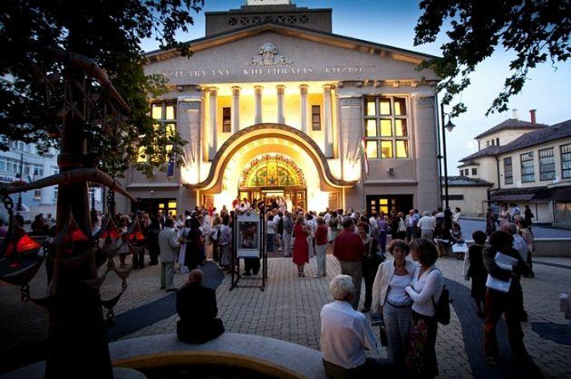 Központi helyszín: a kaposvári Szivárvány Kultúrpalota