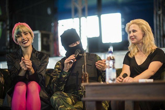 A Pussy Riot-tagok Glastobury-ben (Fotó: Carys Lavin / noisey.vice.com)