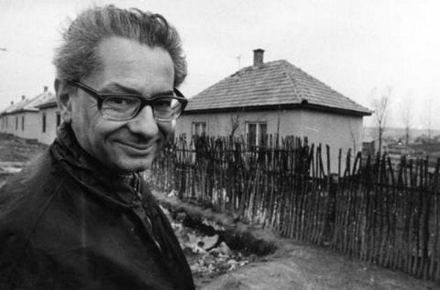 Kemény István szociológus a Faluszéli házak című film forgatásán (Fotó: visszaemlekezesek.hu)