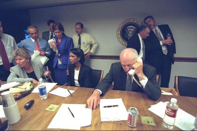 Cheney alelnök telefonál