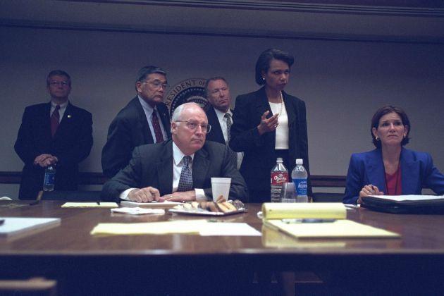 Cheney alelnök a kabinet tagjaival