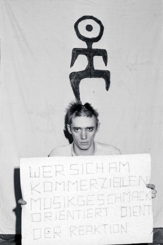 Blixa Bargeld 1980-ban (Fotó: Horst Blohm)