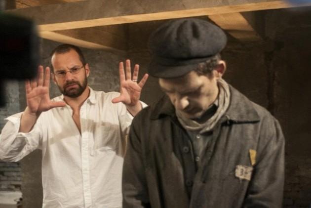 Erdély Mátyás és Röhrig Géza a Saul fia forgatásán, fotó: Laokoon Filmgroup / Hermann Ildi