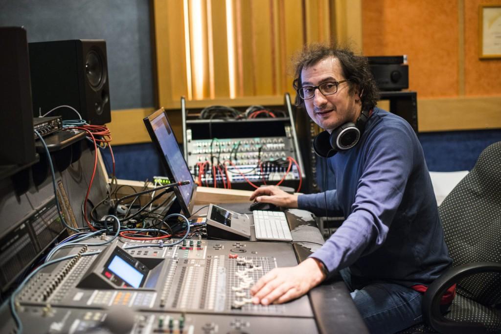 Zányi Tamás hangmérnök, a Magyar Hangmérnökök Társaságának (HAES) tagja budapesti hangstúdiójában. MTI Fotó: Kallos Bea