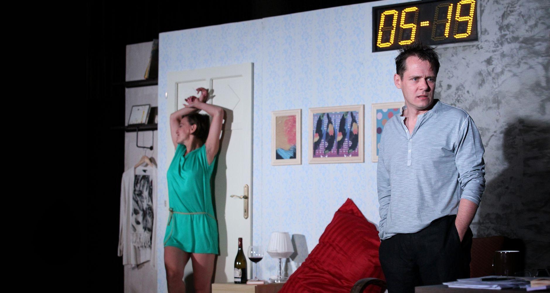 Jelenet a magyar színpadi adaptációból, a főszerepekben Fullajtár Andrea és Őze Áron