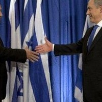 Külső segítség az izraeli jobboldal összeborulásában