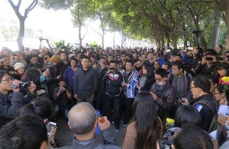 2013-01-07T075341Z_1_CBRE9060LXK00_RTROPTP_2_CHINA-CENSORSHIP-PROTEST.JPG