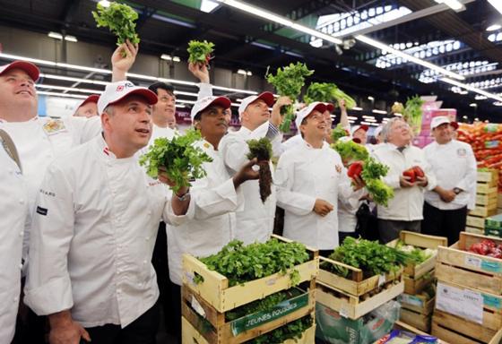 Une-dizaine-de-cuisiniers-de-chefs-d-Etat-reunis-a-Paris_article_popin.jpg