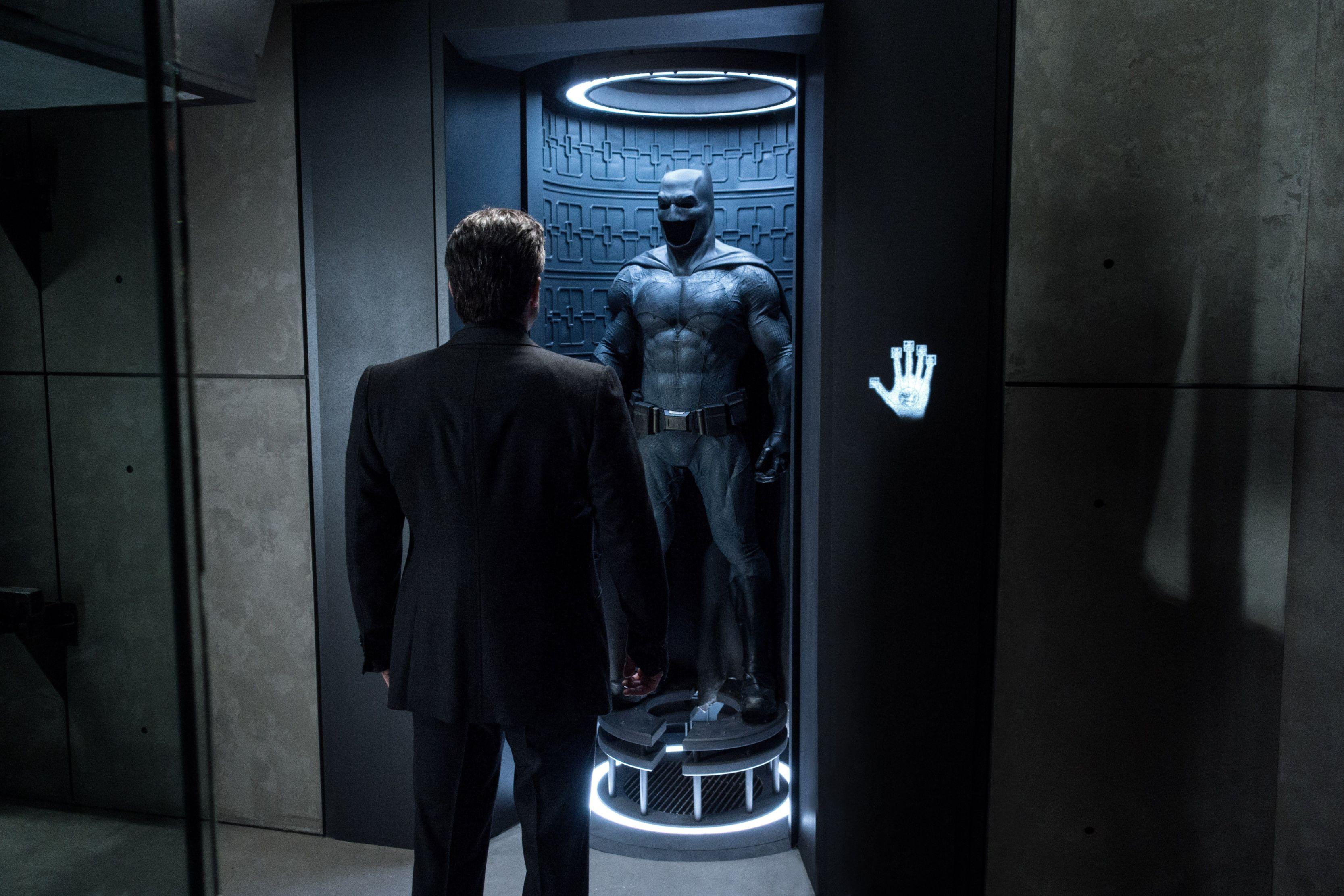 batman_v_superman_12_a.jpg