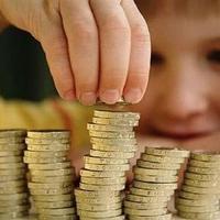 Pénzzel ösztönzi a tanár a diákokat tanulásra