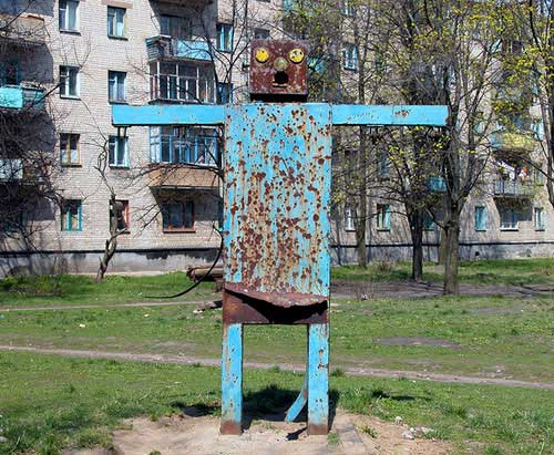 creepy-playgrounds-robot.jpg