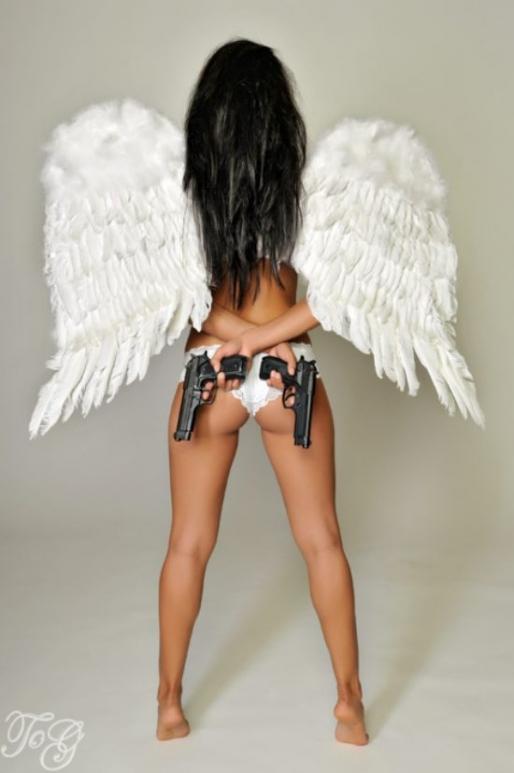girls_with_guns_039.jpg