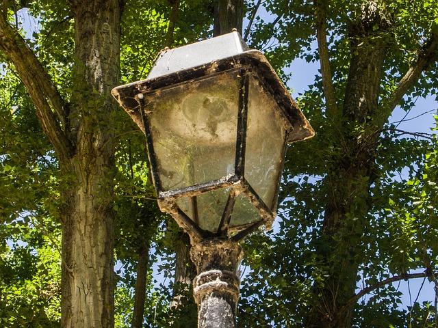 street-lamp-567288_640_1.jpg