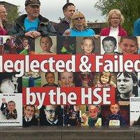 Szülők tüntettek az autista gyermekek támogatásának hiánya miatt