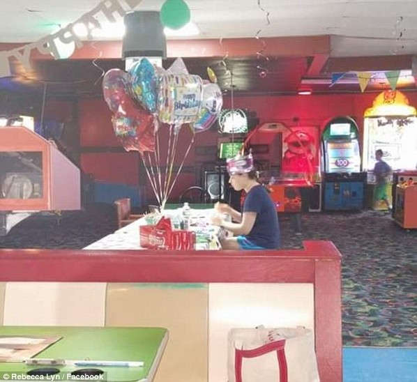 Az autista tinilány szülinapi meglepetése