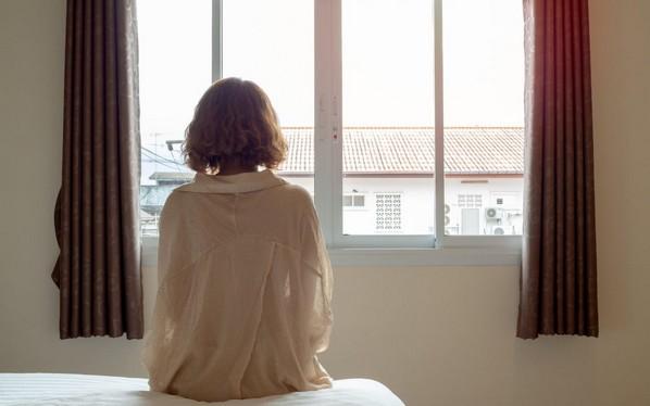 Férje tudta nélkül, hivatalos felügyelet mellett szexelhetett az autista fiatal feleség