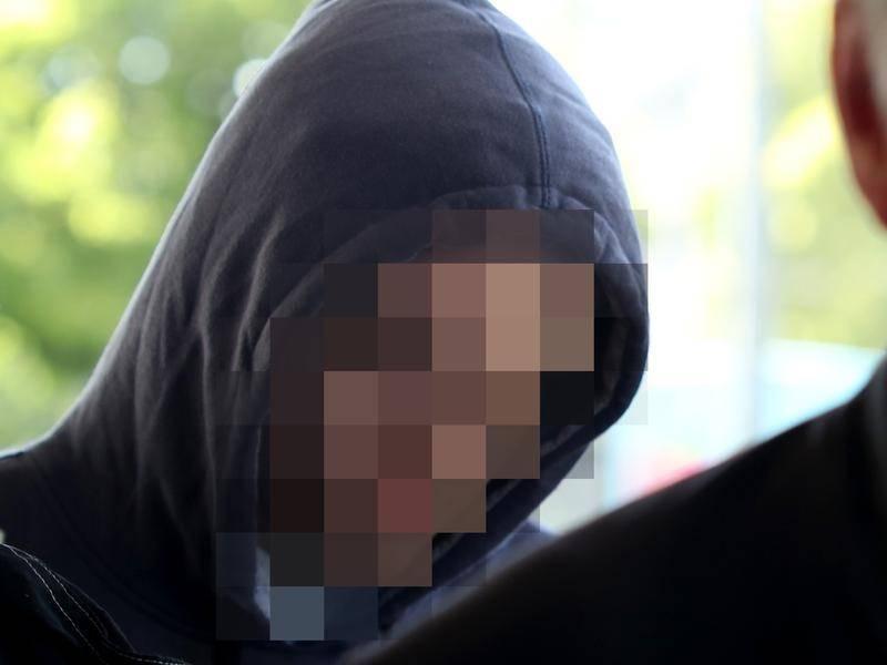 Csőbombával a zsebben buszozgatott az autista tinédzser