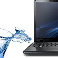 Mit lehet tenni, ha folyadék kerül a laptopba?