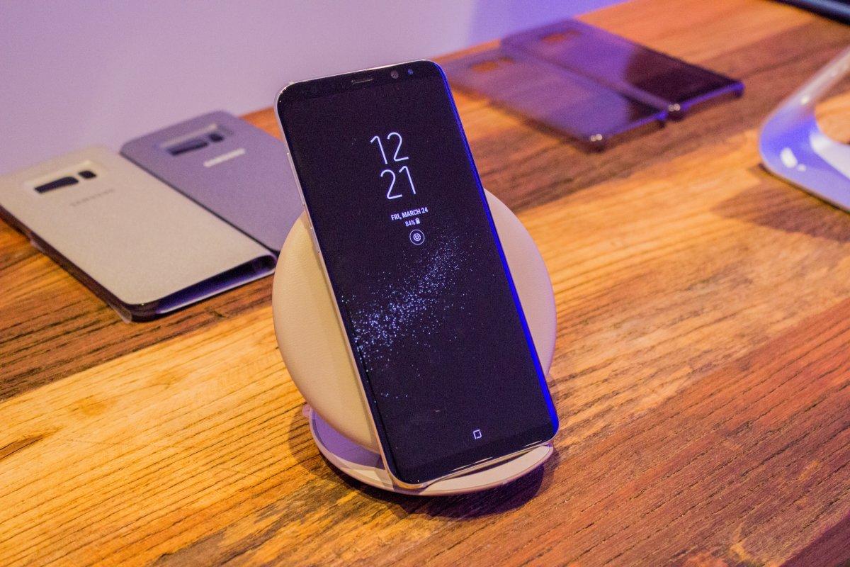 4-wireless-charging-pad.jpg