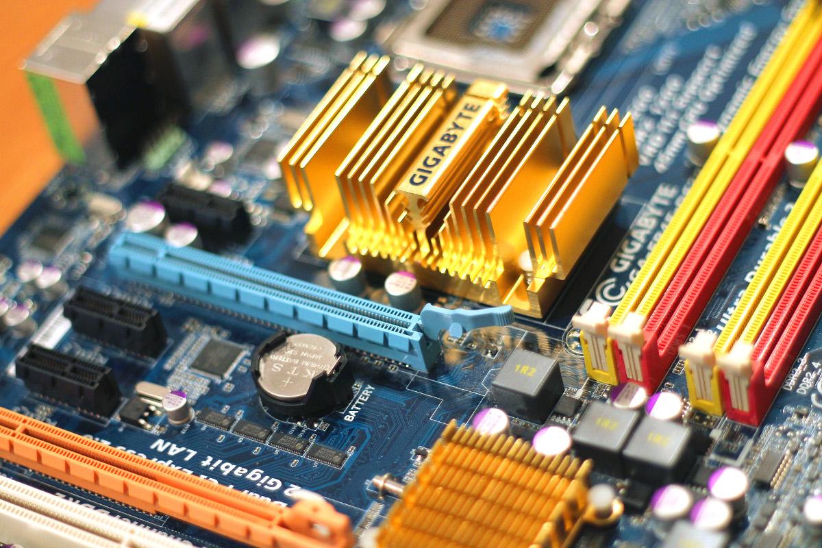 technology-computer-chips-gigabyte.jpg