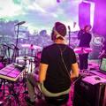 Fesztiválhangulat a Nagykörúton kívülről - Itt a Tej új klipje, a Himnusz